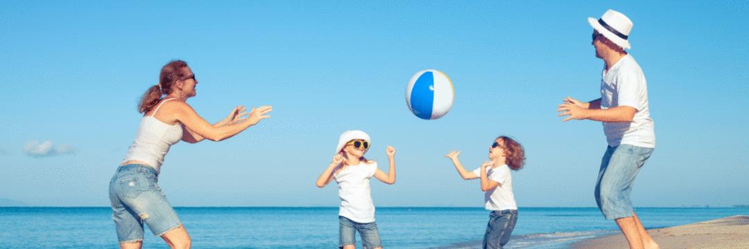 Brincadeiras na praia...tem coisa mais divertida para se conectar com os pequenos?