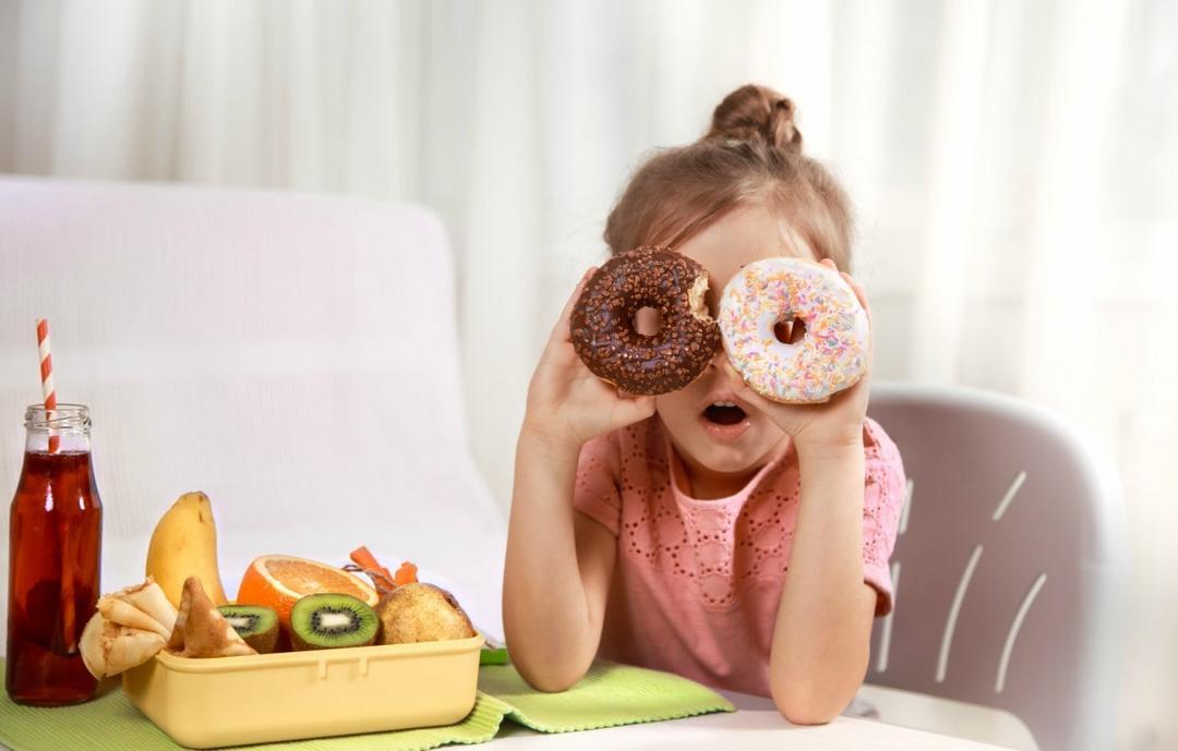 O consumo de guloseimas aumentou? Veja dicas para melhorar a dieta das crianças