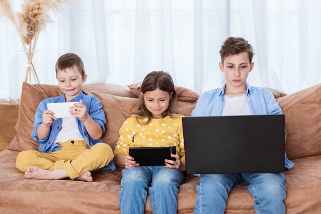 Tempo de tela para crianças: quais são as principais recomendações?
