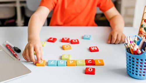 Jogos e livros podem ser usados para desenvolver habilidades nas crianças